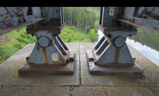 03 Pohled na hlavici pilíře, uložení konstrukcí na pevných ložiscích