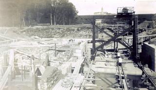 Pohled do rozestavěného dolního ohlaví, stav 1903