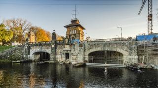 Dolní ohlaví plavební komory Hořín, stav listopad 2020