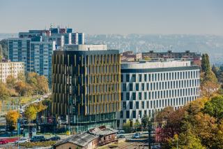 Pohled na stavbu polyfunkční budovy AFI Vokovice po dokončení
