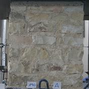 Obr. 02 b) Kamenné pilíře před dosažením mezního zatížení