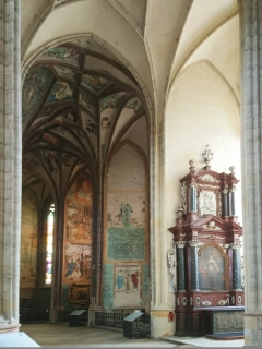 Pohled do jižních kaplí, výchozí stav zdiva