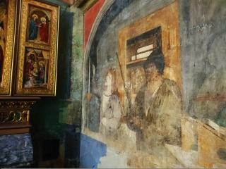 Vlhkostí porušené plochy s malbami