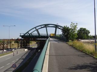Obr. 22b - Výsuv tramvajového mostu nad silnici I/27