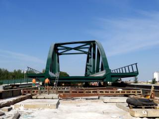 Obr. 22c - Výsuv tramvajového mostu nad silnici I/27