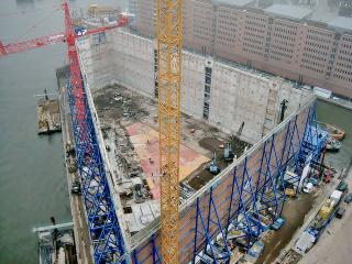 Obr. 14 Pohled do nitra vybouraného velkoskladu před zahájením betonáže nových konstrukcí (prosinec 2007)