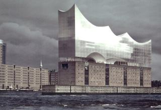 Obr. 05  První  vizualizace  Elbphilharmonie  prezentovaná  městu  Hamburk v červnu 2003