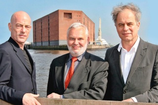 Obr. 08 Architekti Jacques Herzog a Pierre de Meuron s ředitelem ReGe Hamburg Hartmutem Wegenerem