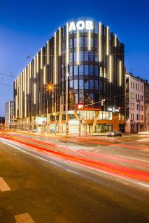 Obr. 15. Noční pohled na budovu Argentinská Office Building (AOB)