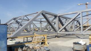 Obr. 13 Superkonstrukce nad střechou sálu B