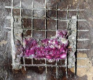 Obr. 6b) Meranie alkality betónu pri portáli - alkalický povrch betónu v hĺbke 10 mm
