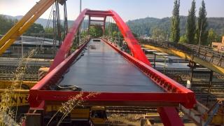 Pohled na bednění mostovky