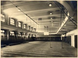 Tělocvična s klopenou běžeckou dráhou – původní stav (zdroj: archiv Palác YMCA, s.r.o.)
