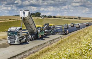 Pokládka asfaltových vrstev s využitím 3D technologie
