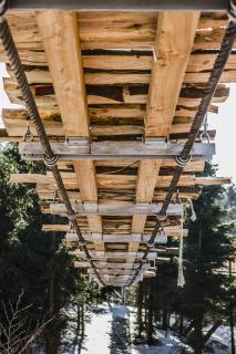 Obr. 09 Ocelové příčníky s dřevěnou mostovkou