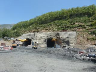 Obr. 10 Jižní portál tunelu Pir Panjal (2012)
