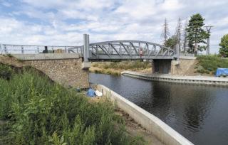Silniční most 003.A – pohled na kamenný obklad opěr