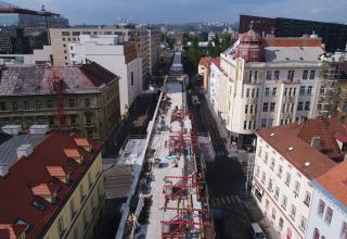 Obr. 15 Klenbové mosty – betonáž říms