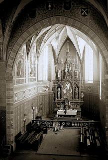 Presbytář děkanského kostela Proměnění Páně na hoře Tábor po Mockerově novogotické přestavbě na fotografii od Ignáce Šechtla (před rokem 1897, volné dílo)