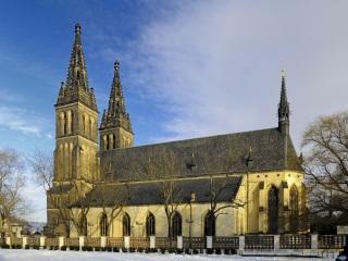 Bazilika svatého Petra a Pavla na Vyšehradě (zdroj: NoPlayerUfa, Wikimedia Commons, CC BY-SA 3.0, 2012)