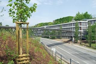 Nová administrativní budova firmy ČSOB je propojena s původní budovou ústředí