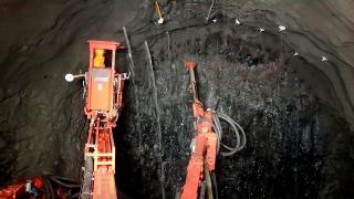Obr. 7 Pronikající voda v tunelu