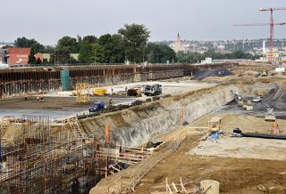 Východní část stavební jámy během výstavby objektů biologického čištění  a třetího stupně čištění (SO 09)