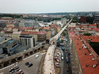 Obr. 01 Letecký pohled na Negrelliho viadukt v průběhu rekonstrukce