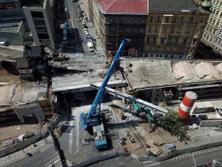 Obr. 13 Demolice mostu přes Křižíkovu ulici