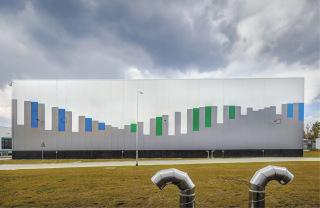 Obr. 01 V nové hale vybudované v rámci modernizace Úpravny vody Želivka je umístěno celkem šestnáct filtrů naplněných 2 730 m3 granulovaného aktivního uhlí (GAU)
