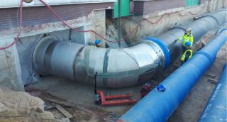 Obr. 07 Propojovací potrubí: vpravo vstupuje sací potrubí DN 1 600 do PČS, vlevo přeložka Ř 13 a Ř 14