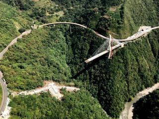 Obr. 06b Most Chirajara Bridge v Kolumbii – zbytek mostu před odstřelem