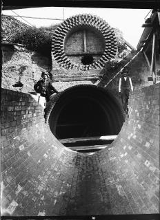 Stavba kombinované stoky v čistírně 7. srpna 1902