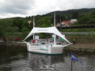Obr. 2 Dolní Zálezly – realizované přístaviště pro osobní lodní dopravu ve formě plovoucího mola