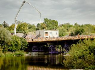 Celkový pohled na konstrukci při betonáži