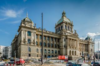 Pohled na dokončenou čelní fasádu historické budovy Národního muzea (foto: Tomáš Malý)