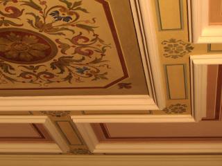 Ukázka malovaných stropů ve výstavních sálech