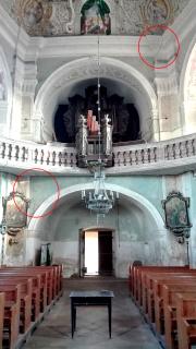 Obr. 5a Kostel Všech svatých v Heřmánkovicích – trhliny nad a pod varhanami