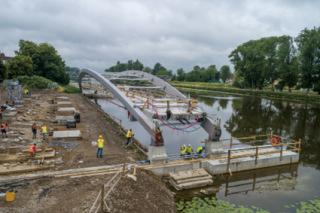 Obr. 11 Příčný přesun konstrukce nad vodní tok (zdroj: HTCZ a.s.)