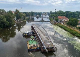 Obr. 15 Transport dílu na lodi 300 m proti proudu (zdroj: HTCZ a.s.)