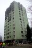 Obr. 07 Pohľad na západnú a južnú časť obvodového plášťa bytového domu po požiari