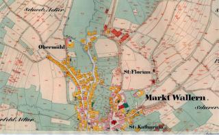 Mapa stabilního katastru se znázorněním roubených domů (žlutý symbol) a zděných domů (červený symbol)