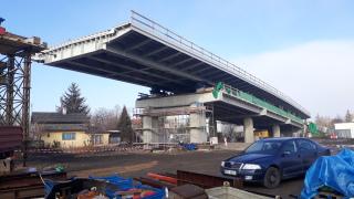 Obr. 22 Výsuv ocelové části mostu směrem k pilíři P6