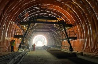 Práce na izolacích tunelu