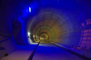Obr. 1 Jižní tunelová trouba po dokončení stavební připravenosti