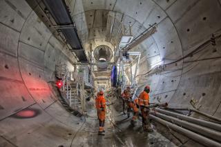 Obr. 2 Pracovníci během ražby jižní tunelové trouby