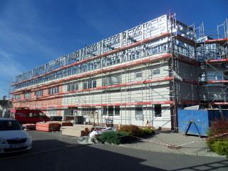 Obr. 05 Realizace ocelové konstrukce na nástavbě multifunkční budovy v Praze 8