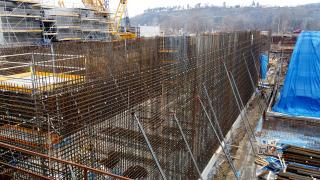 Obr. 6 Předvázané stěny výšky 11,4 m