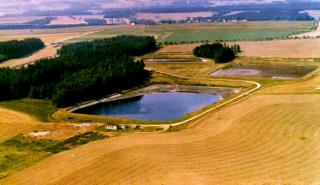 Obr. 12 Soustava nádrží se škrobárenskou odpadní vodou využívanou hnojivými závlahami