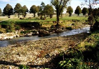 Obr. 05 Břehy toku porušené povodní